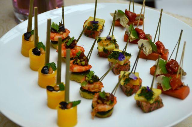 Terroir ou tendance, les bouchées apéritives régalent le palais dans un cadre luxueux.