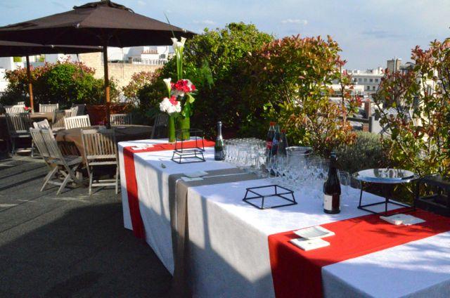 Le buffet est prêt pour recevoir le cocktail dinatoire.