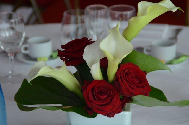 Les fleurs apportent couleur et fraicheur aux milieu des plats.