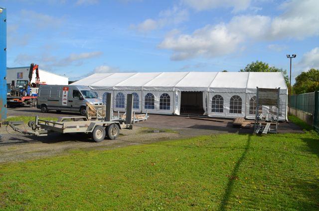 Une immense tente sera le lieu du cocktail.