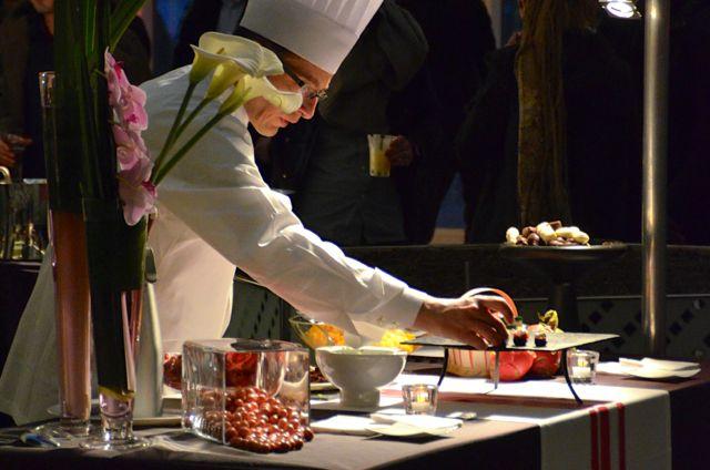 Ambiance tamisée pour mettre en valeur des plats raffinés aux saveurs exquises.
