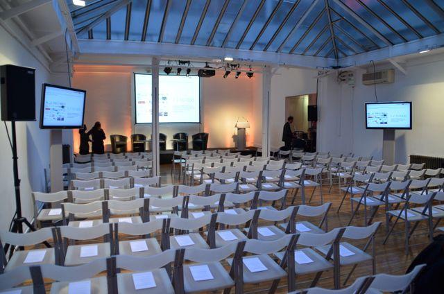 Installation d'une pièce dédiée à des présentations.